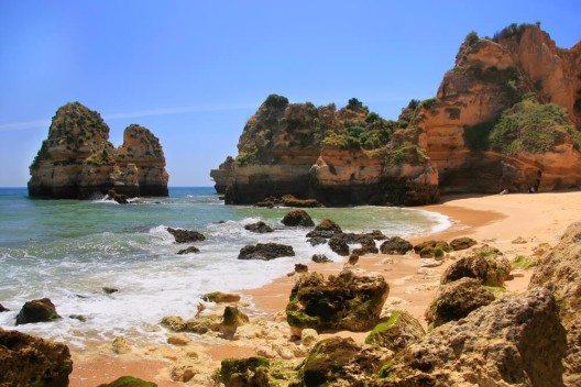 Imposanten Felsformationen an der Ponta de Piedade. (Bild: © Don Mammoser - shutterstock.com)