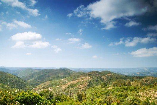Das Gebirge der Serra de Monchique. (Bild: © Christopher Elwell - shutterstock.com)