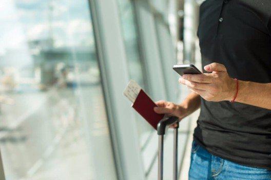 Eine Expedia® Untersuchung zeigt, dass Reisende im Schnitt 48 Suchansätze starten, bevor sie den richtigen Flug finden. (Bild: © TravnikovStudio - shutterstock.com)