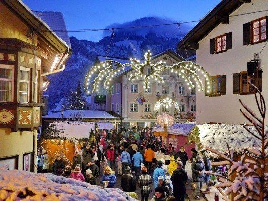 Der Erlebnis-Weihnachtsmarkt in Bad Hindelang zählt zu den schönsten in Deutschland. (Bild: © Wolfgang B. Kleiner/Bad Hindelang Tourismus)