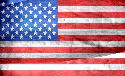 Die 50 Sterne stehen für die Bundesstaaten, die 13 Streifen für die Unterzeichnerstaaten der Unabhängigkeitserklärung 1776.