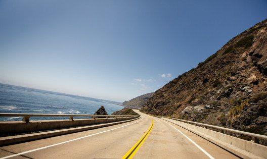 Die Route 1 führt entlang der Küste durch ganz Kalifornien.