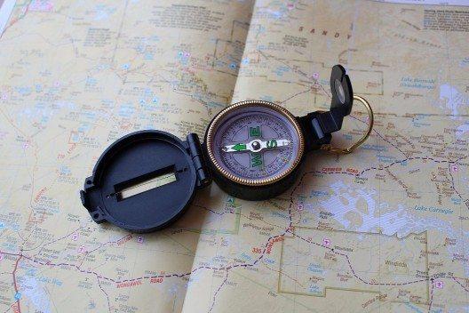 Der Kompass unterteilt die Himmelsrichtungen in 360-Grad-Abschnitte.