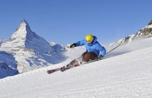Skifahrer mit Matterhorn (Bild: Michael Portmann)