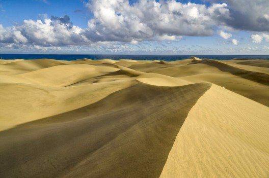 Die beeindruckenden Dünen von Gran Canaria (Bild: © Andrew Buckin - shutterstock.com)