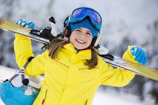 Ski-Ferien mit Kindern stehen und fallen mit der richtigen Vorbereitung. (Bild: © gorillaimages - shutterstock.com)