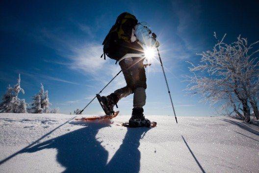 """Höhepunkt ist die 9-Stunden-Schneeschuhwanderung """"Von Sonnenaufgang bis Sonnenuntergang"""". (Bild: © My Good Images - shutterstock.com)"""