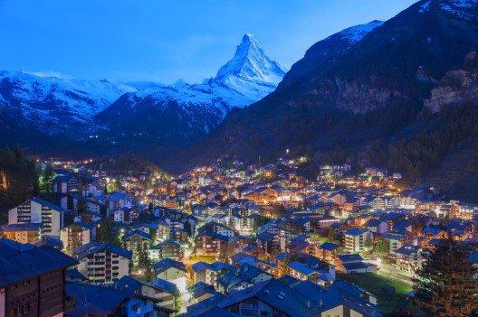 Das Matterhorn zählt zu den beliebtesten Ausflugszielen der Schweiz, an dessen Fusse mit Zermatt eines der bekanntesten Bergdörfer unseres Landes liegt. (Bild: © Lee Yiu Tung - shutterstock.com)
