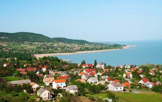 Das ungarische Meer ist seit Jahrzehnten ein sehr beliebtes Reiseziel. (Bild: © pgaborphotos - shutterstock.com)