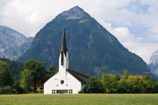 Die traditionsreiche Ortschaft Pertisau hat sich über die Jahrzehnte einen Namen im Tiroler Tourismus machen können. (Bild: © Javi Aguilar - shutterstock.com)