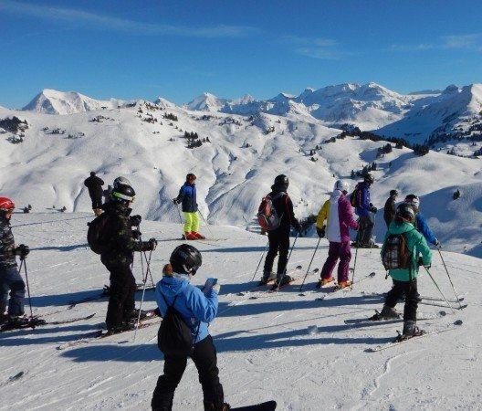 Dank des umfangreichen Engagements von Gstaad Saanenland Tourismus erlebten die Klassen auch die winterliche Natur und die Schönheit der Schweizer Berge.
