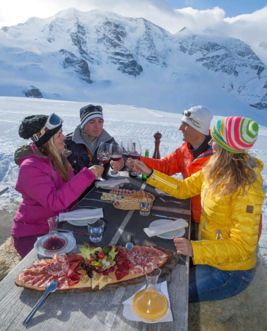 Die ausgezeichneten Pistenverhältnisse in den Oberengadiner Skigebieten halten bis weit in den Frühling hinein an. (Bild: Engadin St. Moritz Mountains AG)