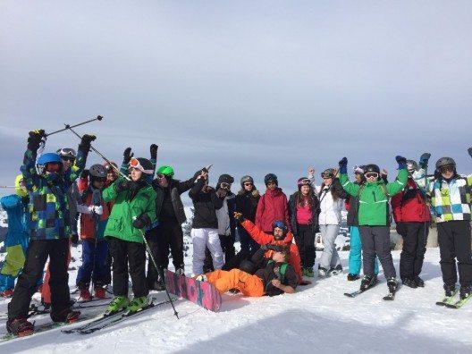 Zehn Klassen aus den Kantonen Bern, Genf und Zürich trafen sich zu zweisprachigen Schneesportlagern.