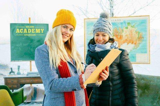 """Die """"Akademieleiterin"""" und zertifizierte Reiseleiterin Stína Bang führt durch den Kurs """"Responsible Travel in Iceland""""."""