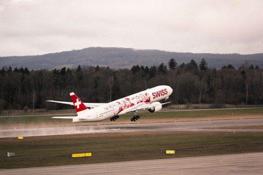 Mitarbeitende der Swiss fliegen auf der ersten Boeing 777 mit. (Bild: swiss.com)