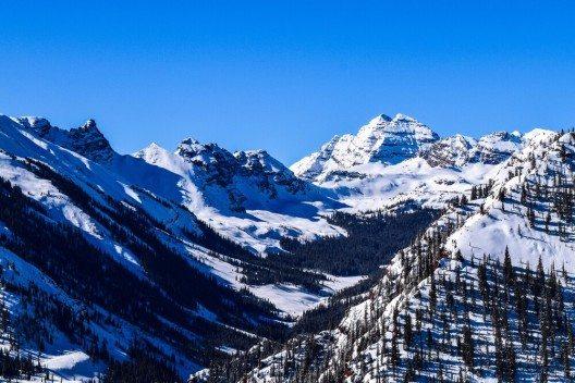 Aspen ist ein interessantes und lehrreiches Skiabenteuer für Jung und Alt. (Bild: © rightdx - shutterstock.com)