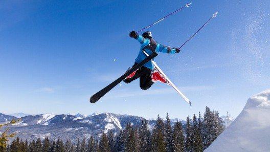 Die deutsche Bundesregierung erwarte, dass nur eines von zehn Skigebieten in Alpen und Mittelgebirgen künftig schneesicher sein werde. (Bild: © Stefan Schurr - shutterstock.com)