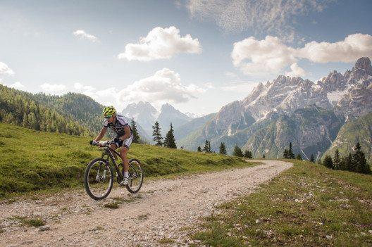 Über Stock und Stein beim Dolomiti Superbike (Bild: © TVB Hochpustertal/H. Wisthaler)