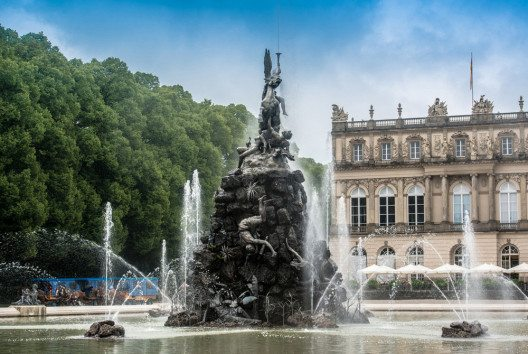 """Der Höhepunkt ist die Fahrt zur Insel Herrenchiemsee, wo das Prunkschloss des """"Märchenkönigs"""" steht. (Bild: Frank Gaertner – Shutterstock.com)"""