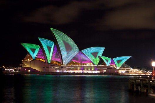 23 Nächte wird das längste je abgehaltene Festival Vivid Sydney andauern, bei dem der Hafen von Sydney erleuchtet wird. (Bild: © max blain - shutterstock.com)