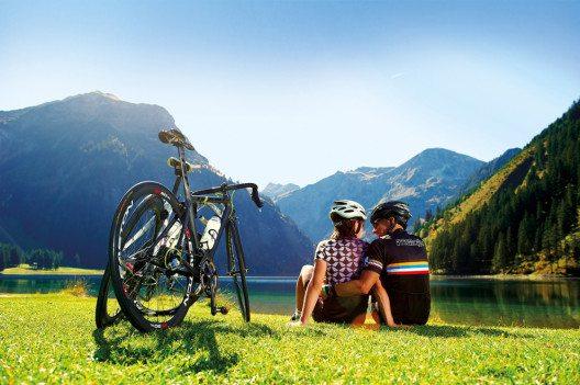 Mit dem Rennrad zum Vilsalpsee (Bild: Tourismusverband Tannheimer Tal)