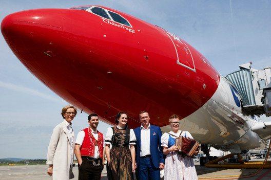 Edelweiss Flugzeugtaufe mit Melanie Eppenberger und Bernd Bauer. (Bild: Edelweiss Air AG)