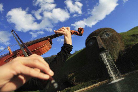 Musik im Riesen (Bild: Swarovski Kristallwelten)