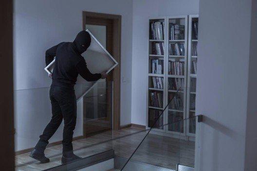 Einbrecher haben bei Verreisten oft leichtes Spiel. (Bild: © Photographee.eu – Shutterstock.com)