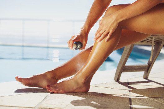 Sonnenschutz ist ein unverzichtbarer Bestandteil für jeden Aufenthalt im Freien. (Bild: Jacob Lund – Shutterstock.com)