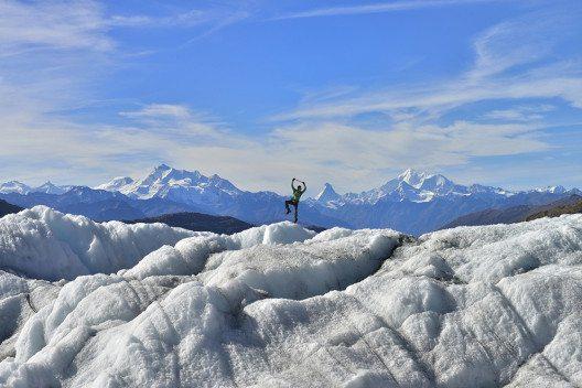 Spazieren gehen auf dem Eispanzer (Bild: Aletsch Arena)