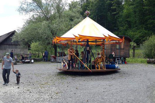 Handbetriebenes Karussell (Bild: Wildnispark Zürich)