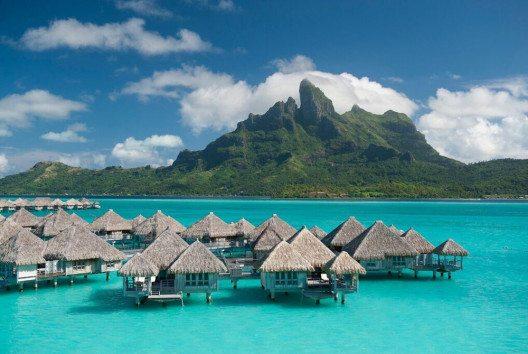 Bungalows (Bild: St. Regis Resort Bora Bora)