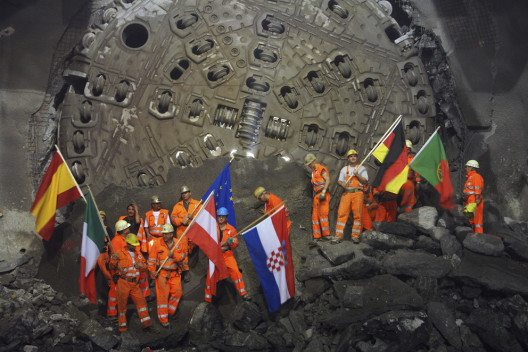 Weströhre Durschlag Tunnelbohrmaschine Gotthard-Basistunnel, Faido, Tessin. (Bild: Alp Transit Gotthard AG)