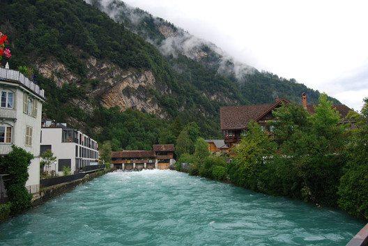 Interlaken bietet seinen Gästen Tradition und eine herrliche Lage (Bild: Dietrich Michael Weidmann, Wikimedia, GNU)