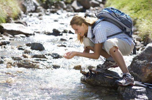 Wandern am Wasser (Bild: www.artinaction.de)