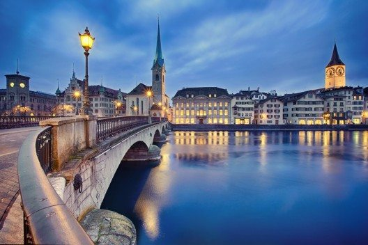 Zürich bietet Erlebnisvielfalt bei Tag und bei Nacht (Bild: © Nataliya Hora - shutterstock.com)