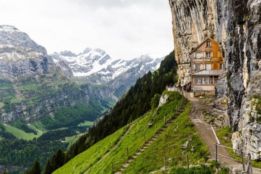 Die Ebenalp ist ein berühmter Anziehungspunkt für Touristen. (Bild: © Oscity - shutterstock.com)