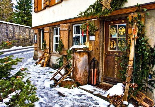 Im Appenzellerland finden sich viele urchige Häuser. (Bild: © PhotostockAR - shutterstock.com)