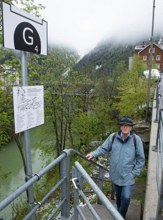 An 14 im Dorf verteilten Punkten erfährt man Geschichten und Geschichte aus Göschenen. (Bild: Max Hugelshofer, Schweizer Berghilfe)