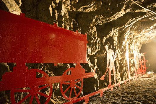 Mit Hilfe von Licht und Ton wird das Relief für die Besucher zum Leben erweckt. (Bild: Max Hugelshofer, Schweizer Berghilfe)