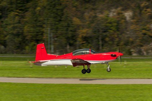 Neben geführten Ausflügen besteht die Möglichkeit, selbst als Pilot durchzustarten. (Bild: Jan Miko – Shutterstock.com)