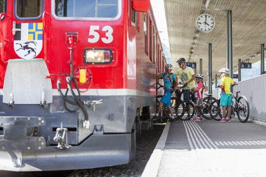 ENGADIN St. Moritz: Mountainbike Transport mit der Rhätischen Bahn (Bild: ENGADIN St. Moritz By-line: swiss-image.ch/ Markus Greber)