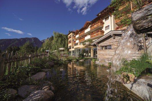 Das romantisch gelegene Viersterne Wohlfühlhotel vermittelt ein unvergleichliches Gefühl von Freiheit.