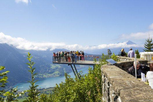 Interlaken liegt mitten zwischen dem Brienzersee und dem Thunersee. (Bild: marekusz – Shutterstock.com)