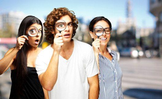 Der Kriminalfall macht natürlich in der Gruppe noch mehr Spass. (Bild: Aaron Amat – Shutterstock.com)