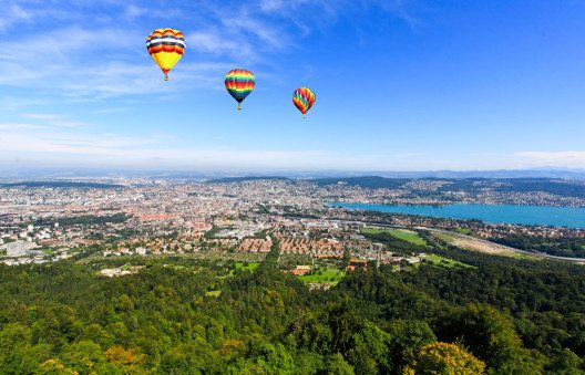 Die Tour mit einem Heissluftballon ist ein Klassiker unter den Freizeitangeboten. (Bild: gary718 – Shutterstock.com)