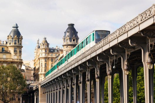 Métro in Paris (Bild: © Viacheslav Lopatin - shutterstock.com)