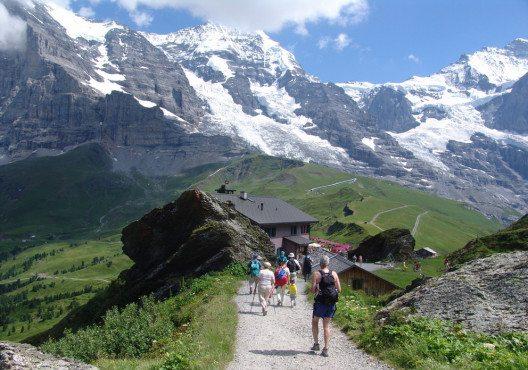 Wer nach Interlaken kommt, tut dies in erster Linie, um zu wandern. (Bild: Allan Grosskrueger – Shutterstock.com)