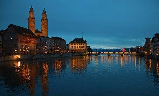 In Zürich geniesst man stimmungsvolle Nächte. (Bild: © Fedor Selivanov - shutterstock.com)