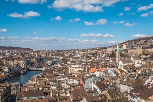 In Zürich verbinden sich Alt und Neu. (Bild: © Pocholo Calapre - shutterstock.com)